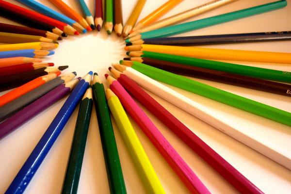 Website bán hàng nên dùng màu gì để khách hàng phải ấn vào nút Mua Ngay?